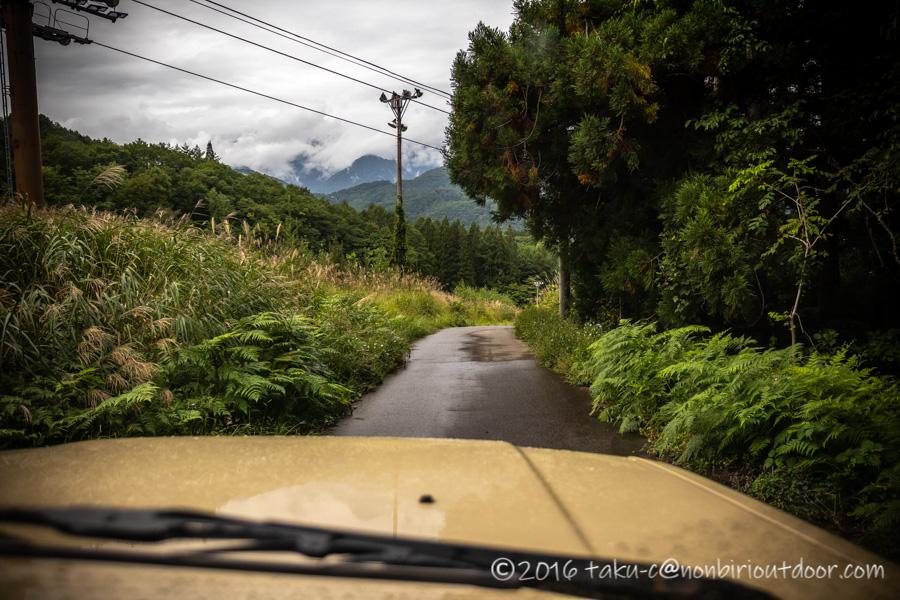 青木湖に向かう途中の休業中のヤナバスキー場