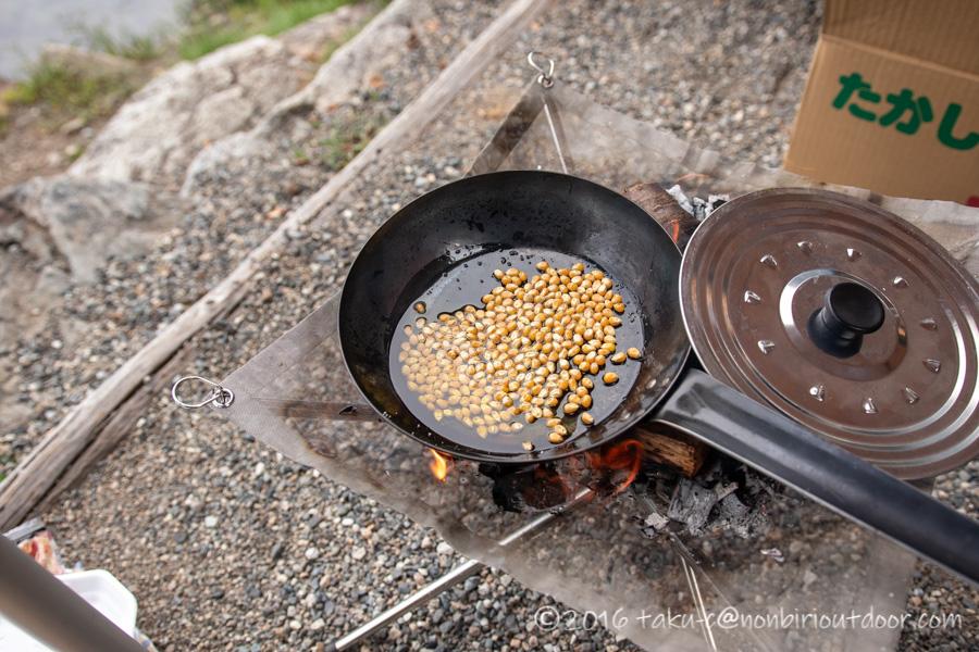 青木湖でカヤック・SUPグルキャンのお昼のポップコーン