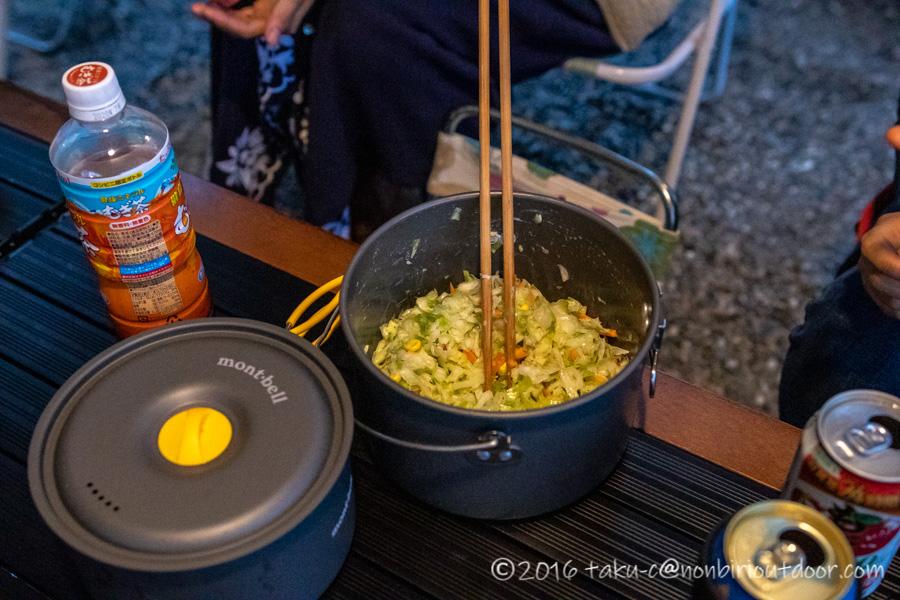 青木湖での夕飯のコールスローサラダ