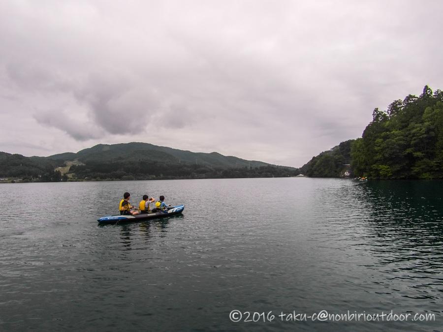 青木湖でグルキャンでSUPとカヤックを楽しむ