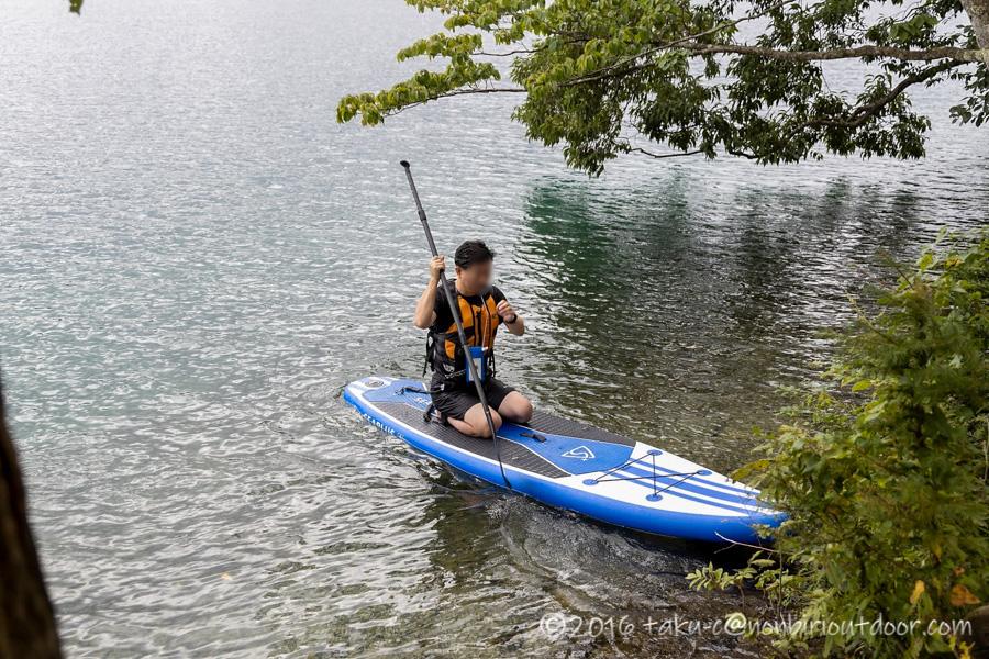 秋の青木湖でSUPで沈するおっさん