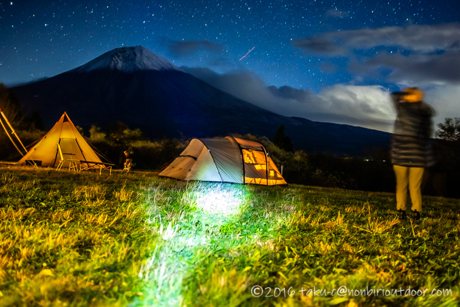 冬の富士山YMCAの富士山と星空