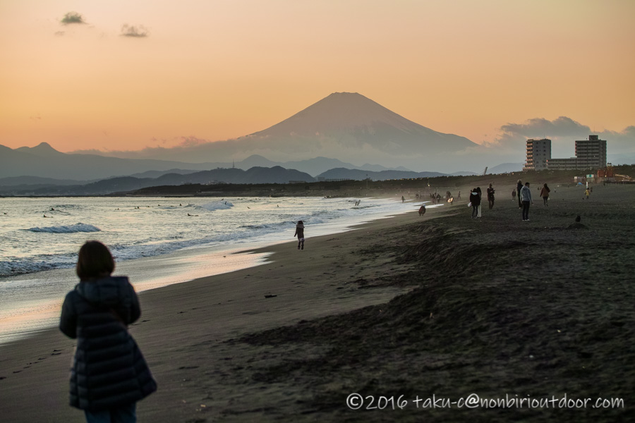 2020年の初日の入りと富士山を辻堂海岸で見る