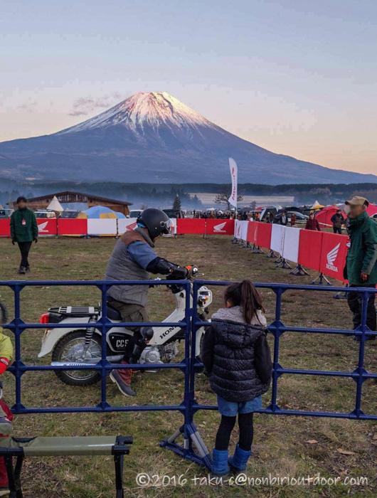 GO OUT CAMP 冬 2019 でホンダカブの試乗をしてみる