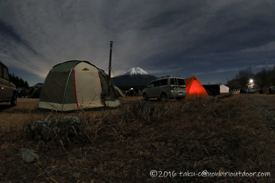 GO OUT CAMP 冬 2019 の夜の富士山