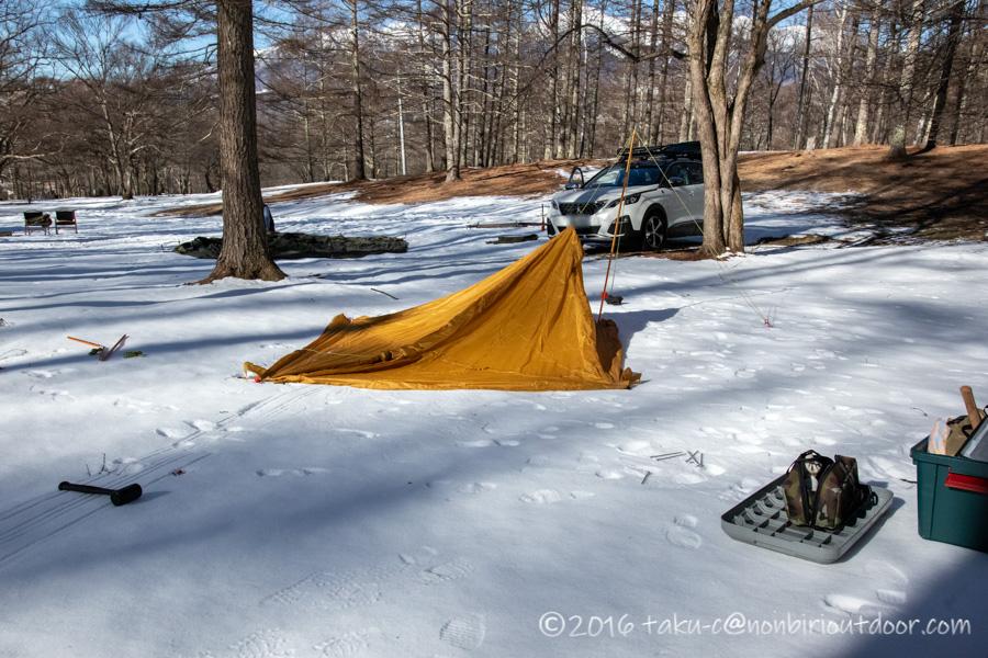 おっさん雪中キャンプをする為に五光牧場オートキャンプのサイトで設営開始
