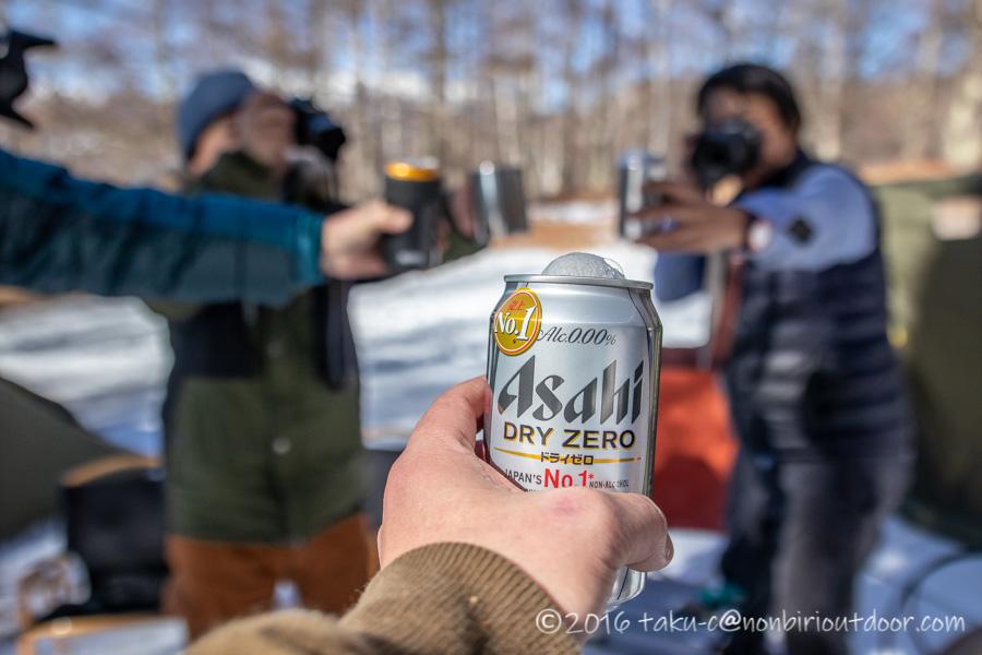 おっさん雪中キャンプのお昼の乾杯!