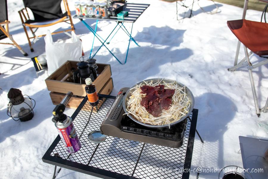おっさん雪中キャンプのお昼はジビエのエゾシカのジンギスカン
