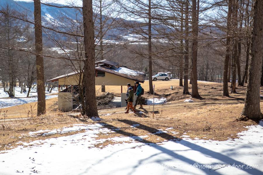 おっさん雪中キャンプで展望台へ向かう
