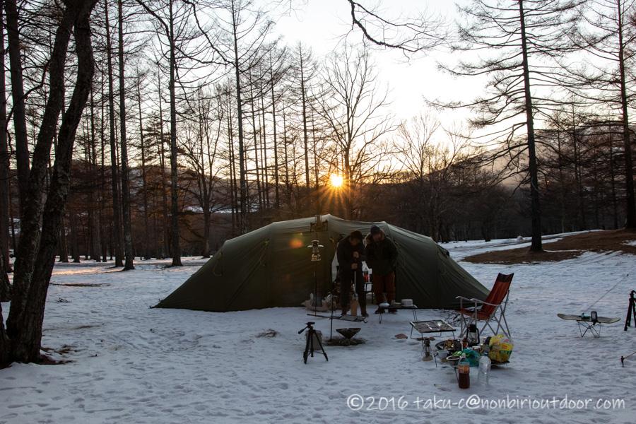 五光牧場オートキャンプ場でのおっさん雪中キャンプの夕日