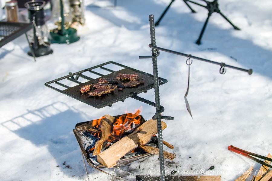 おっさん雪中キャンプのお昼はジビエのエゾシカの焼肉