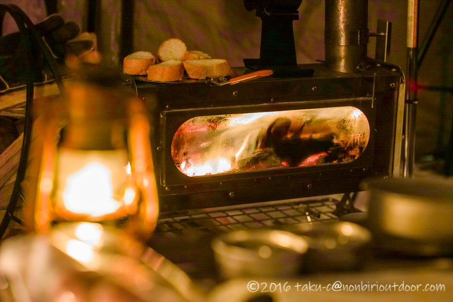五光牧場オートキャンプ場でのおっさん雪中キャンプの夜の薪ストーブ