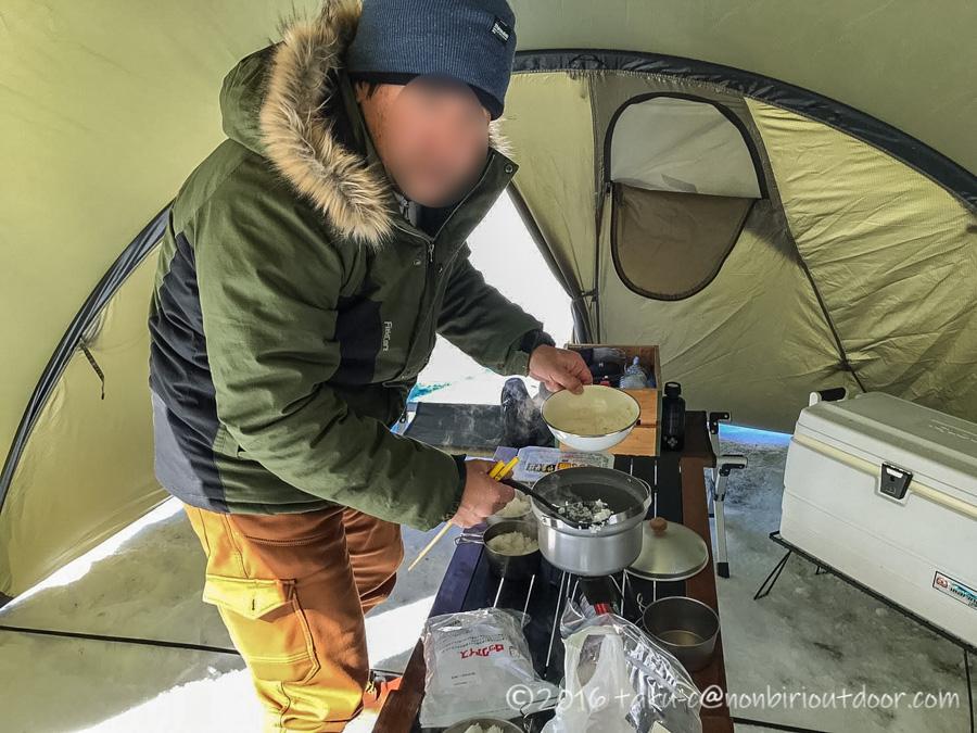 おっさん雪中キャンプの様子