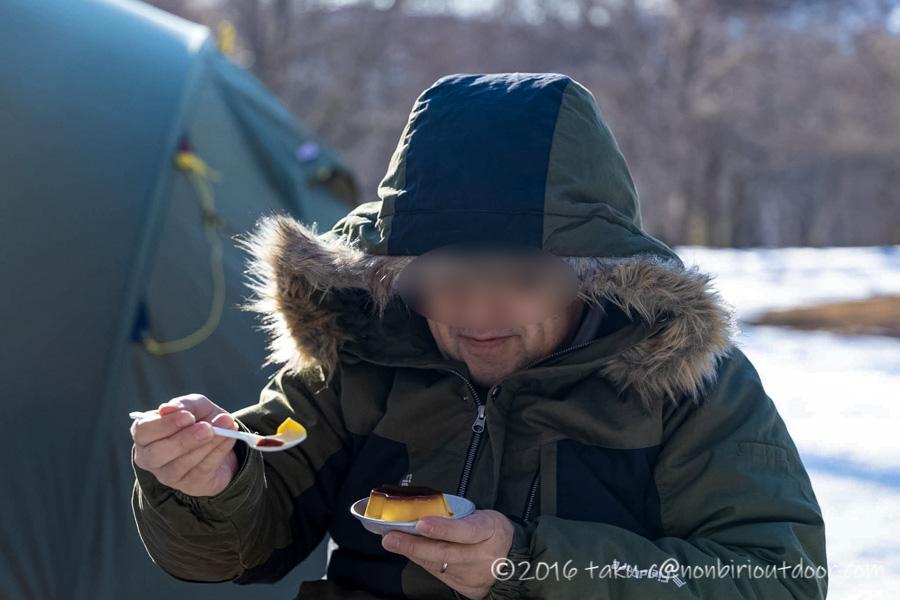 おっさん雪中キャンプでプリンを食べるしくさん