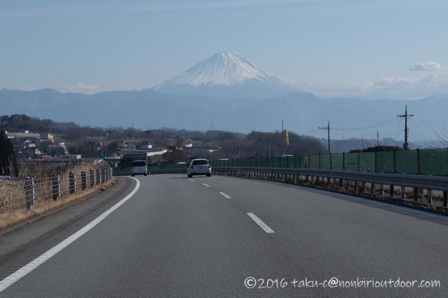 五光牧場オートキャンプ場でのおっさん雪中キャンプの帰りの富士山