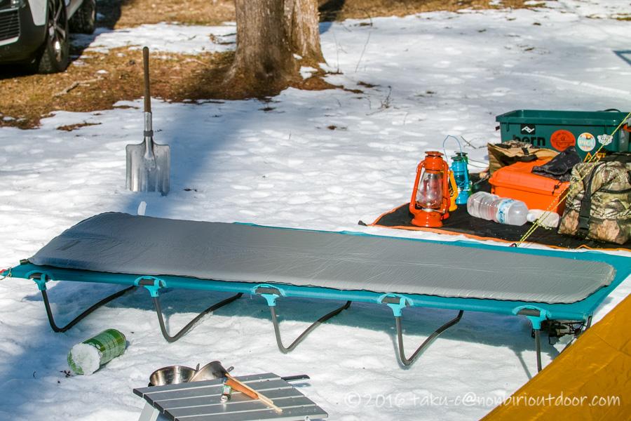 五光牧場オートキャンプ場でのおっさん雪中キャンプの寝床の装備