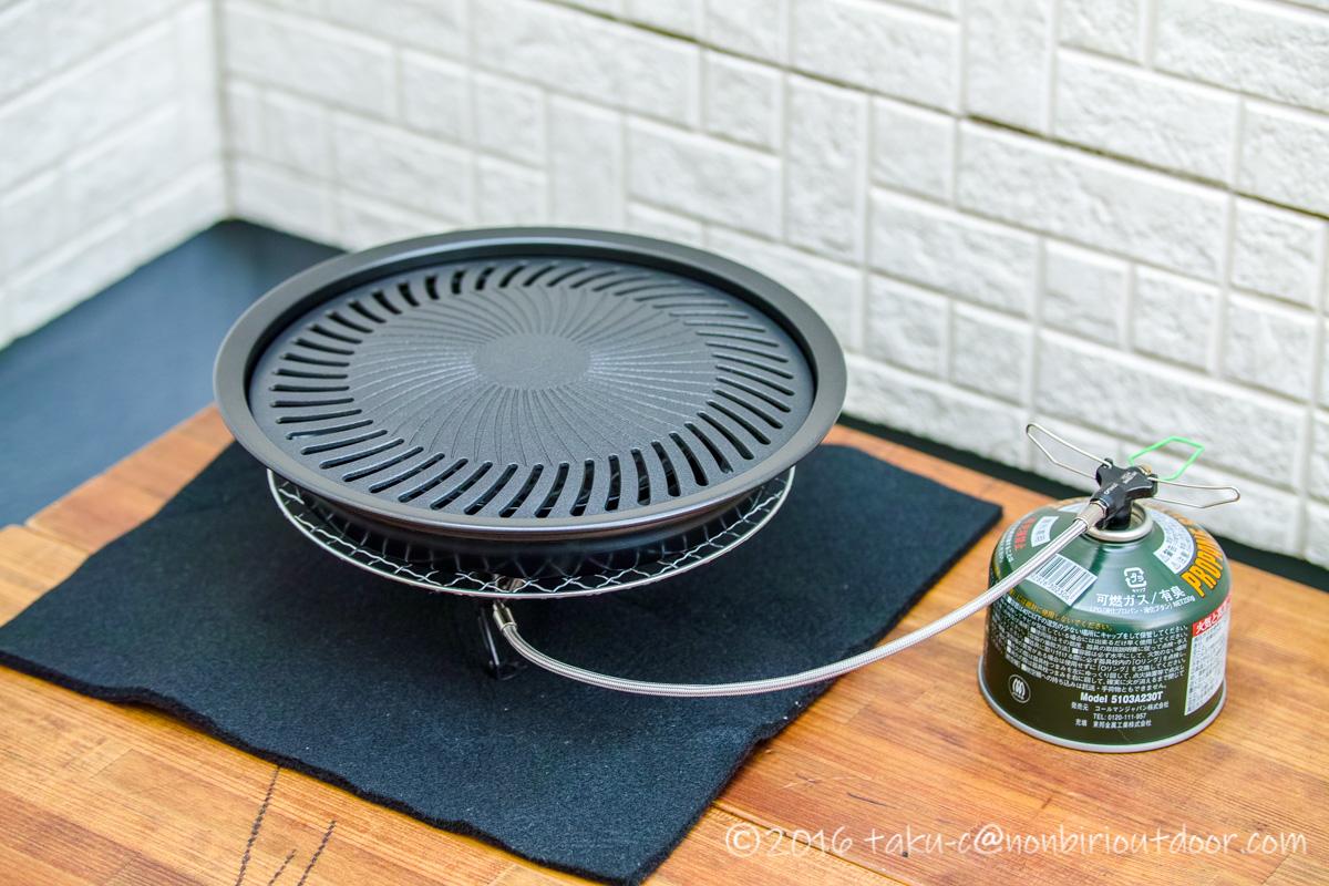 イワタニの焼肉プレートと分離型シングルバーナーで焼肉の準備