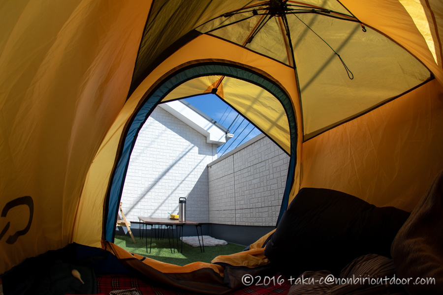 ベランダに張ったテントからの風景