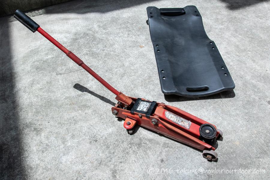 78プラドのタイヤ交換の道具