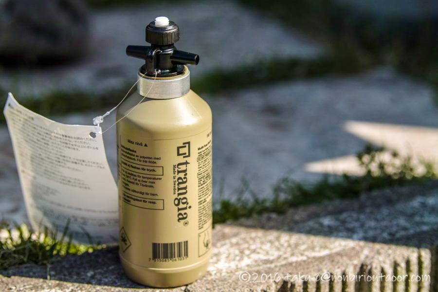 キャンプで使うアルコールをトランギアの燃料ボトルに入れる