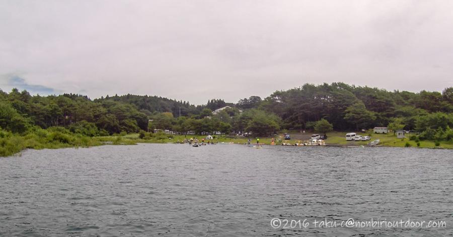 本栖湖のもぐらん付近のカヤック、SUPの状況
