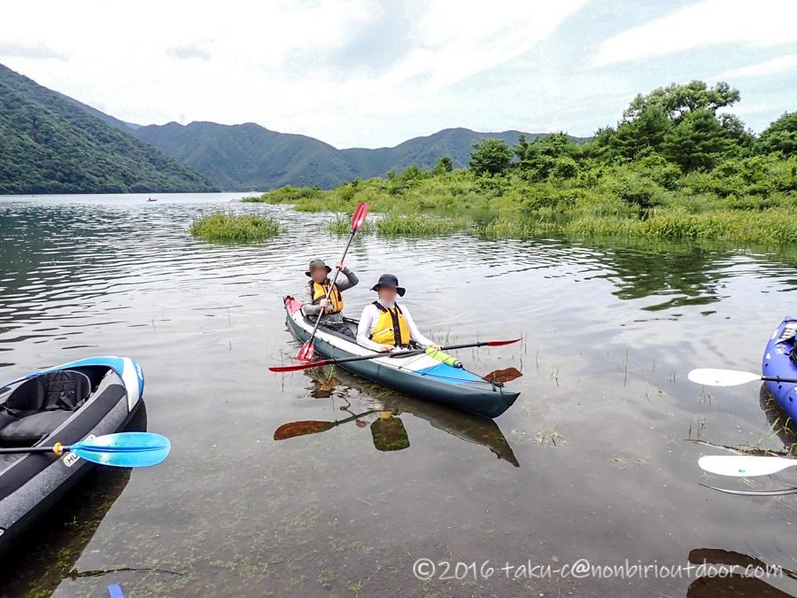 本栖湖でフジタカヌーアルピナ430EXを漕ぐ