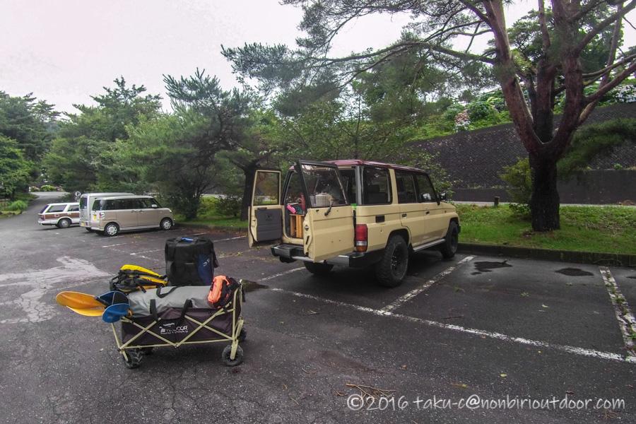 本栖湖のもぐらん付近の無料駐車場に到着