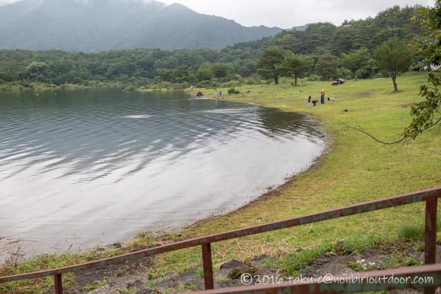 本栖湖の湖畔