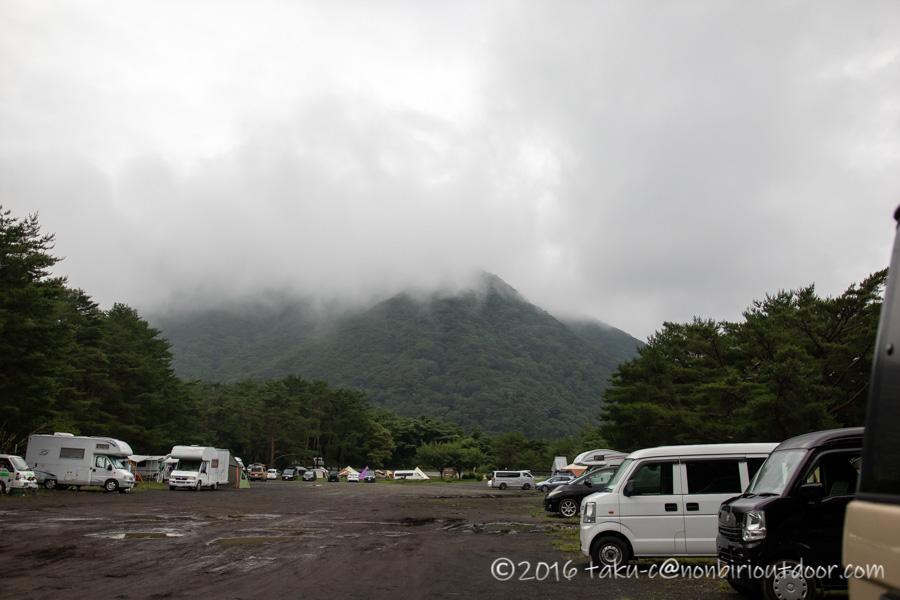 本栖湖キャンプ場の曇りの朝
