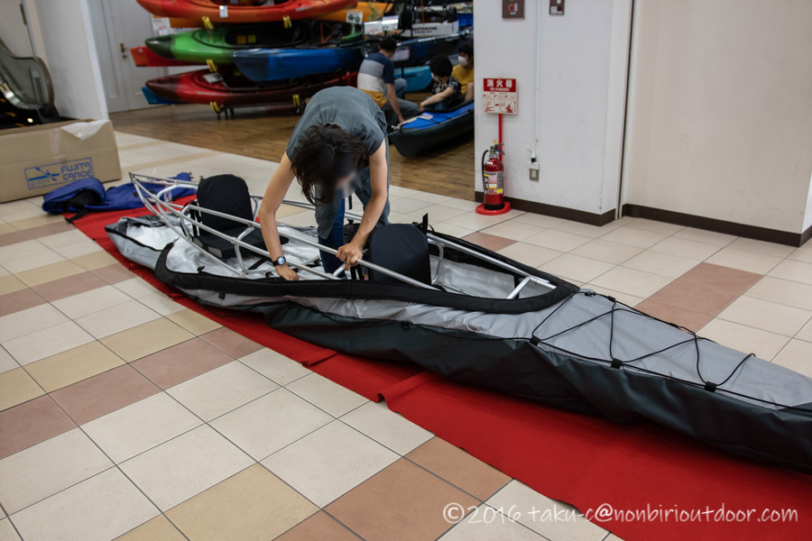 クリアウォーターカヤックスで組み立ててもらったフジタカヌーのアルピナ460のシルバーグレー