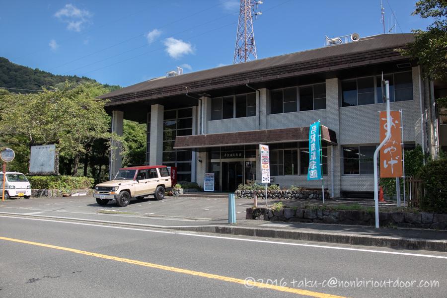 丹沢湖でカヤックをする為に丹沢湖記念館にやってきました