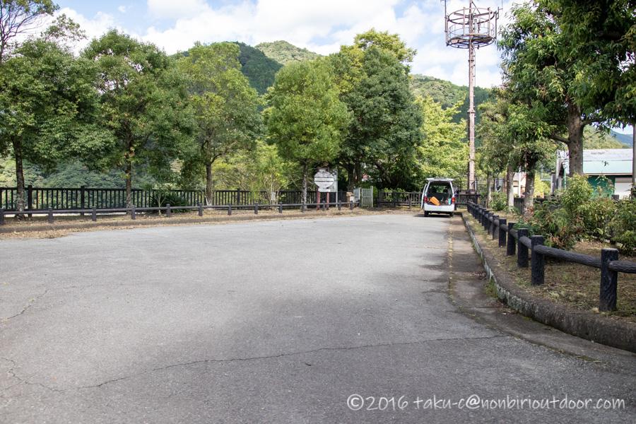 丹沢湖無料駐車場からカヤック出艇場所に移動する