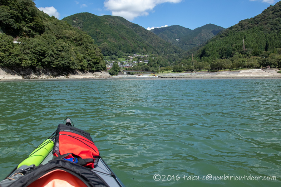 9月の丹沢湖の湖上の様子