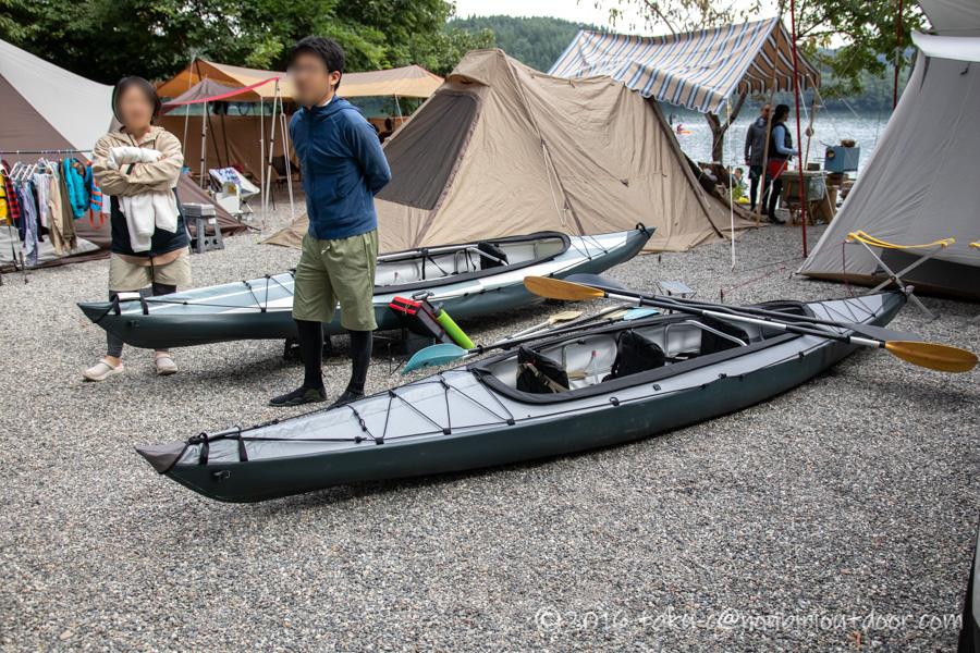 青木荘キャンプ場でフジタカヌーアルピナ2 460を組み立ててもらう