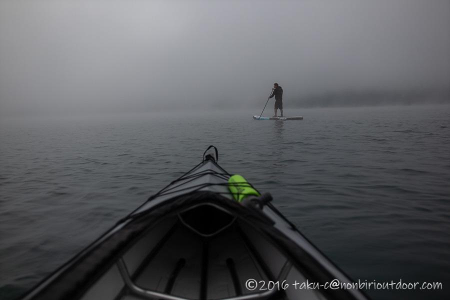 霧の青木湖で早朝SUP