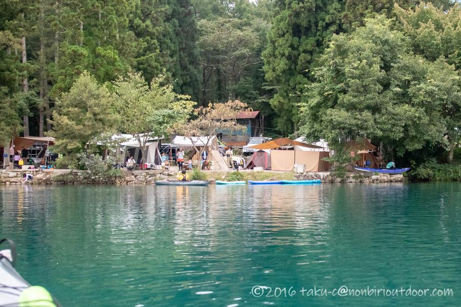 青木湖湖上からの青木荘キャンプ場