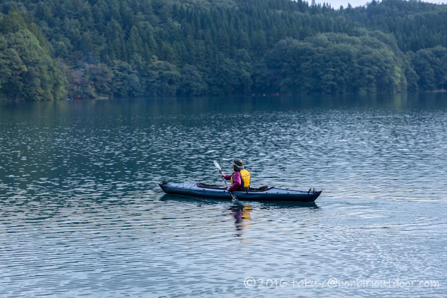 青木湖での朝のカヤッククルーズ