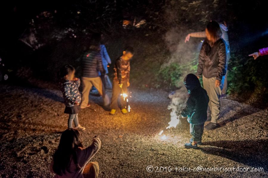 青木荘キャンプ場で花火