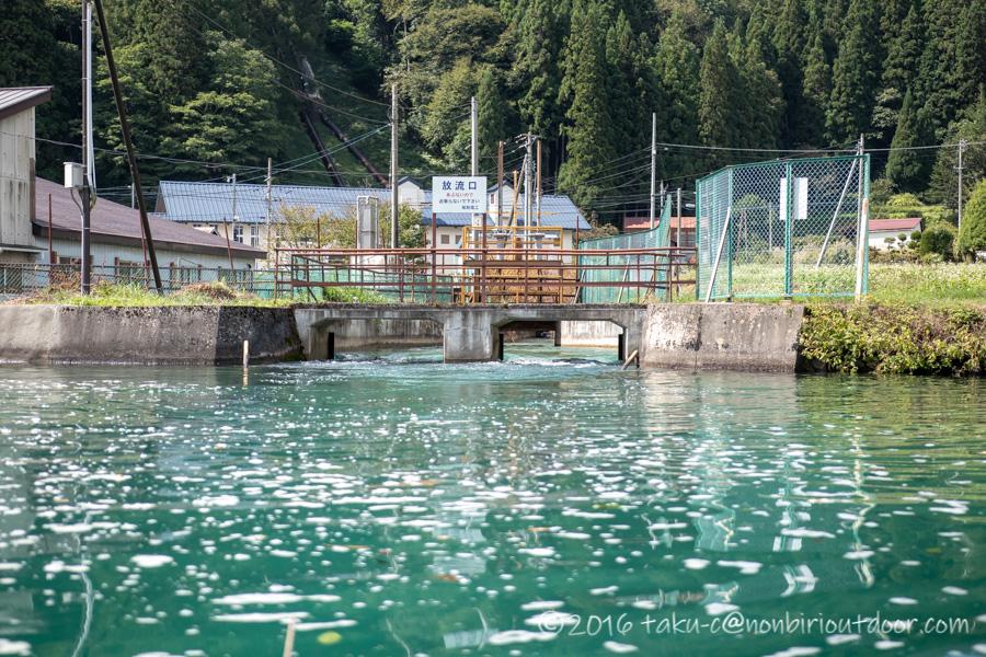青木湖の水力発電付近をカヤックで周る