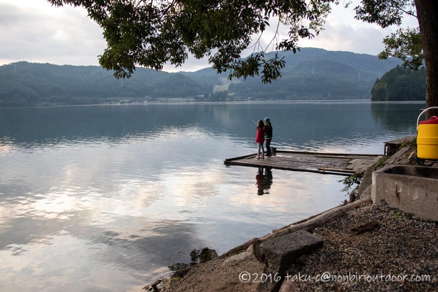 青木湖で早朝からの釣り