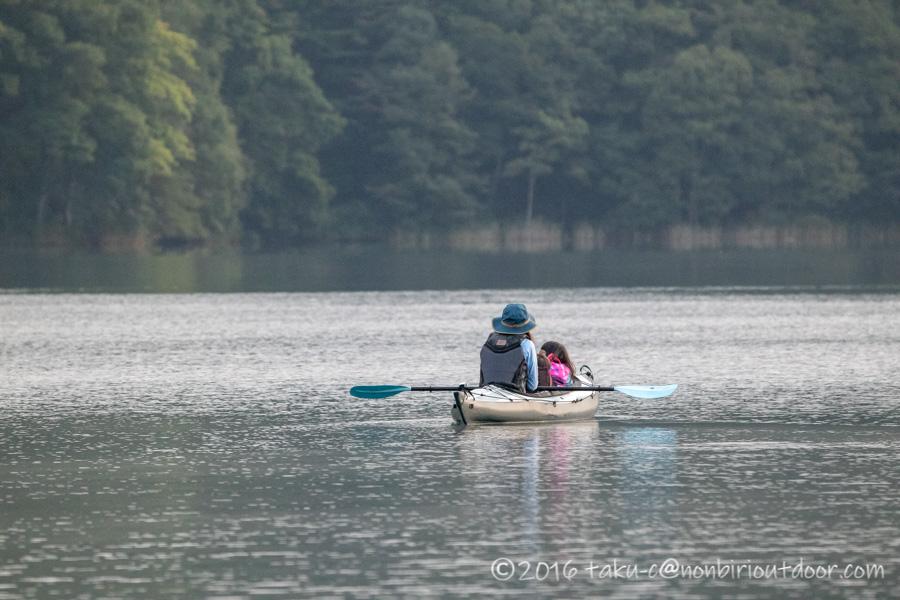 青木湖でカヤックとSUPの朝のクルーズ