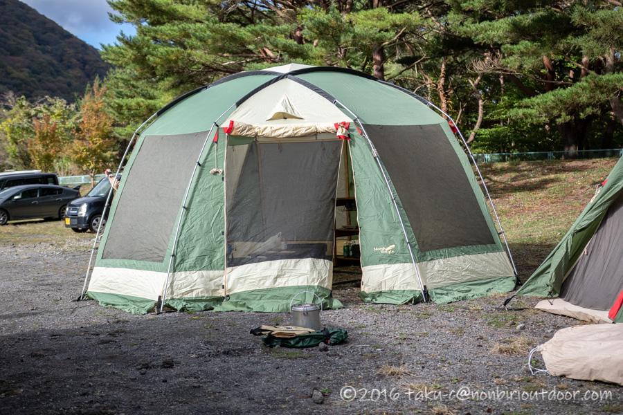 本栖湖キャンプ場で設営完了したノースイーグルオクタゴン