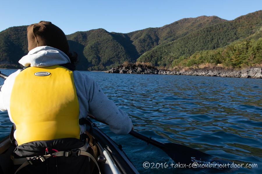 フジタカヌー アルピナ2 460で本栖湖を漕ぐ