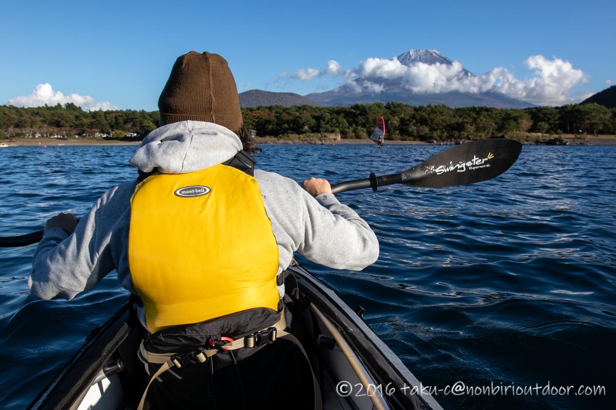 フジタカヌーで本栖湖を漕ぐ