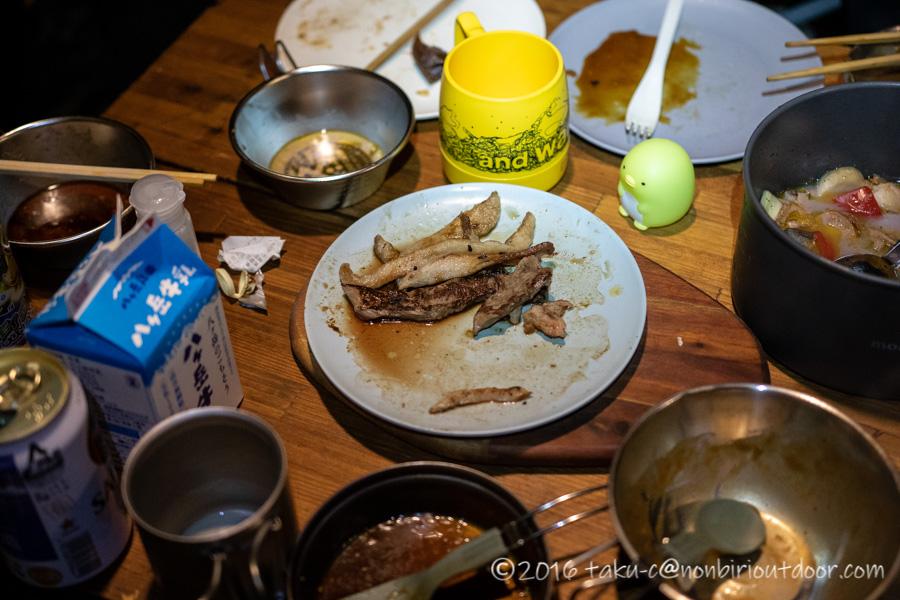 本栖湖キャンプ場の夕飯の焼肉