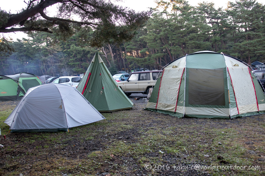 朝の本栖湖キャンプ場