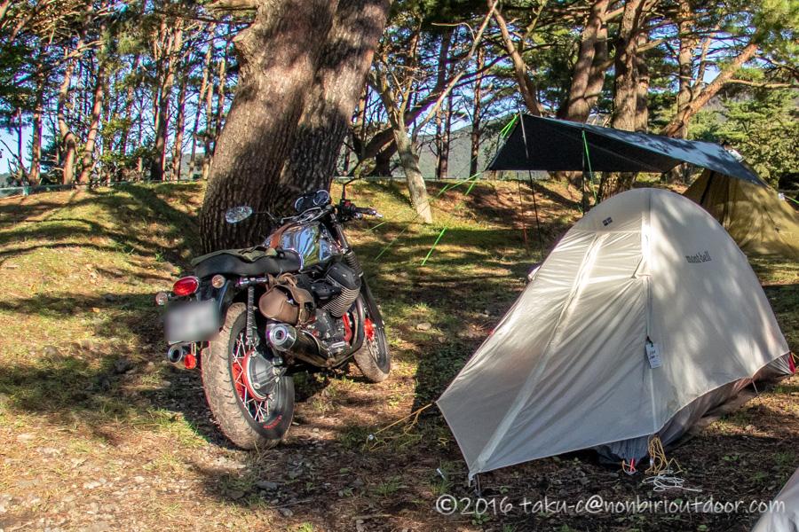 モトグッチとモンベルソロテントで本栖湖キャンプ場でキャンプ