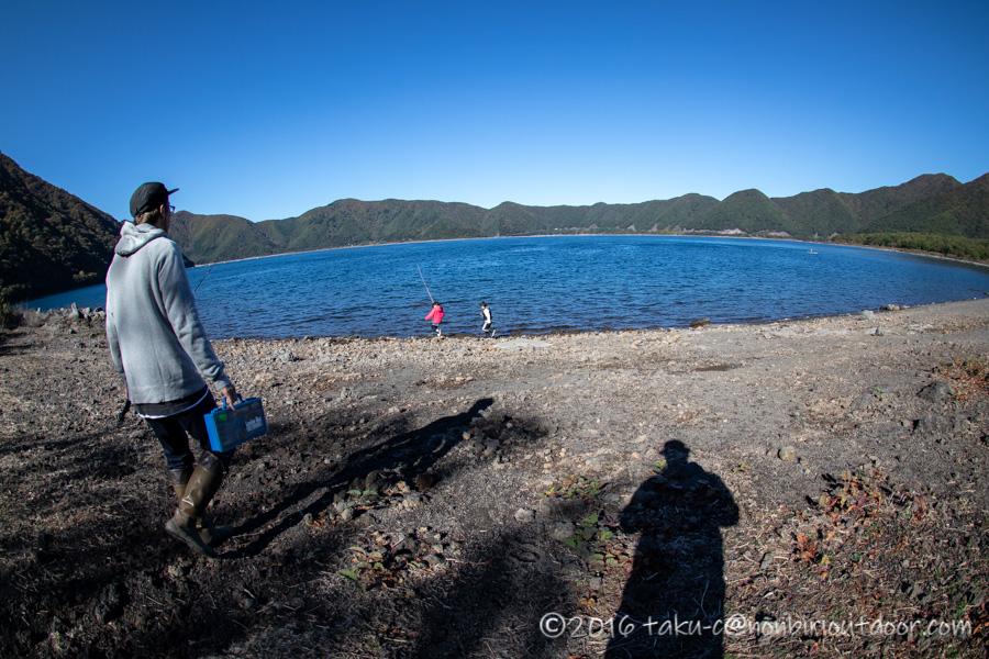 朝から本栖湖でファミリーフィッシング