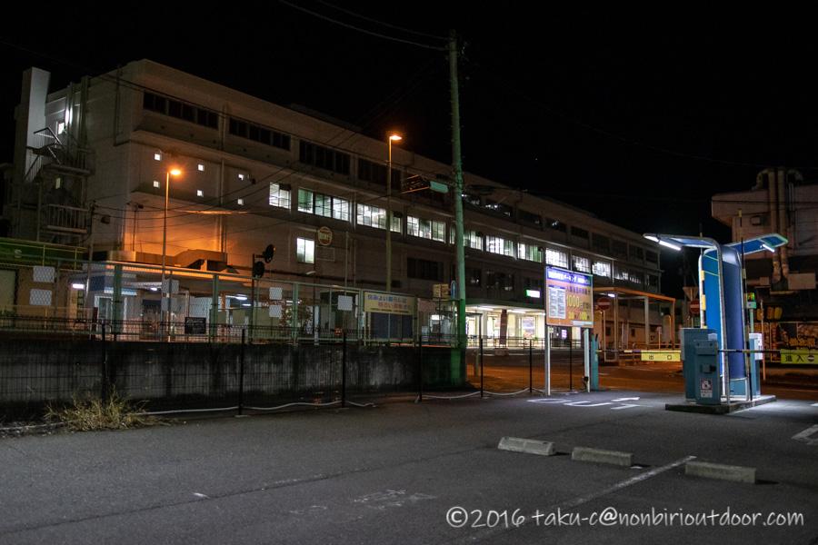 国府津海岸駅前の駐車場
