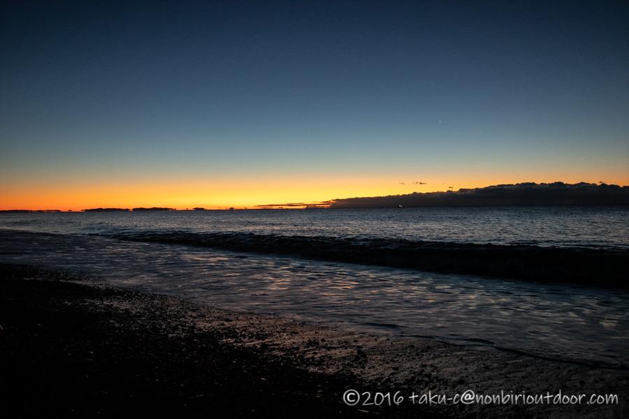 日が出始めた国府津海岸